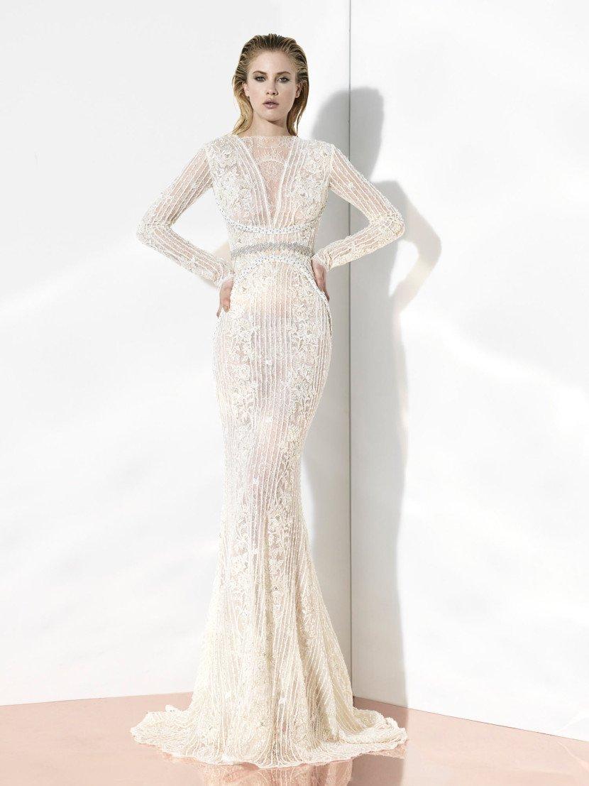 Изящное свадебное платье в богемном стиле, прямого силуэта и с длинным рукавом.