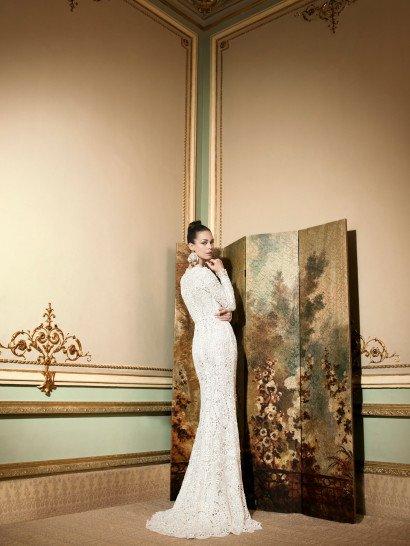 Дорогое кружевное свадебное платье.