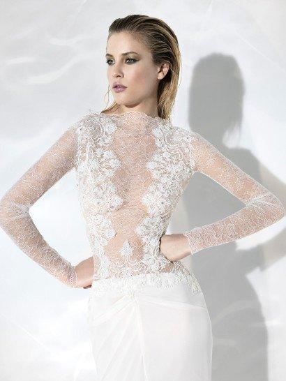Дорогое свадебное платье.
