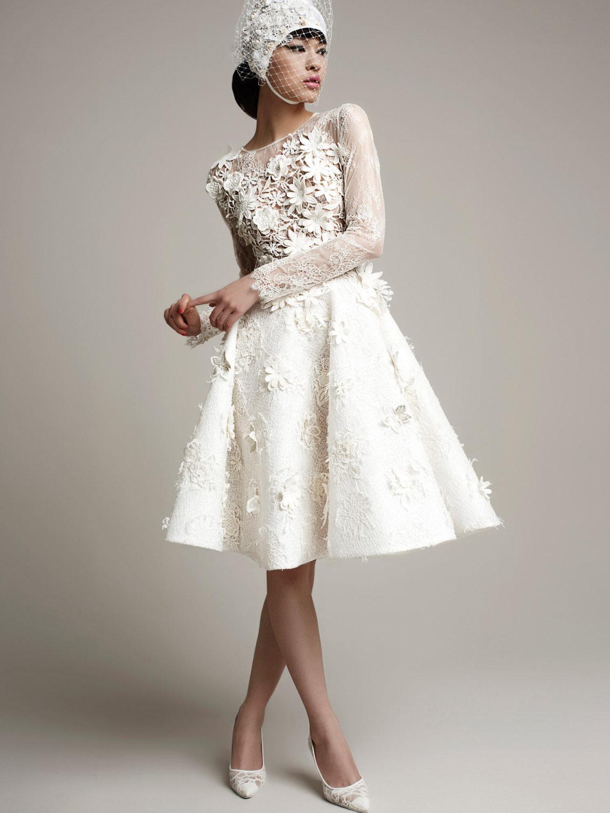 7cbb0a06c29 Дизайнерское короткое свадебное платье с рукавом Carmona by Yolan Cris