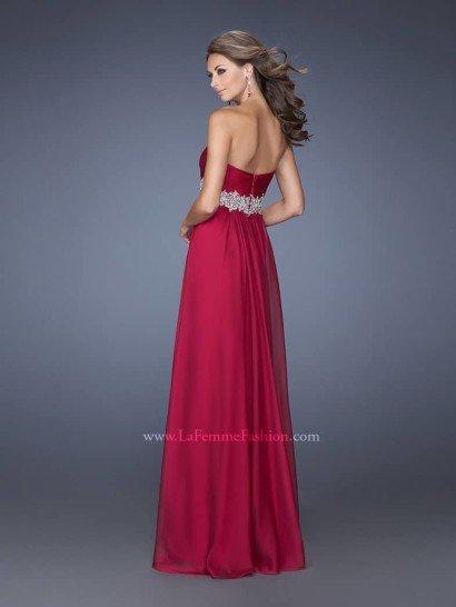 вечернее вишнёвое платье с интонаций аристократического шика.