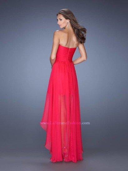 Выпускное платье ярко-красного цвета.