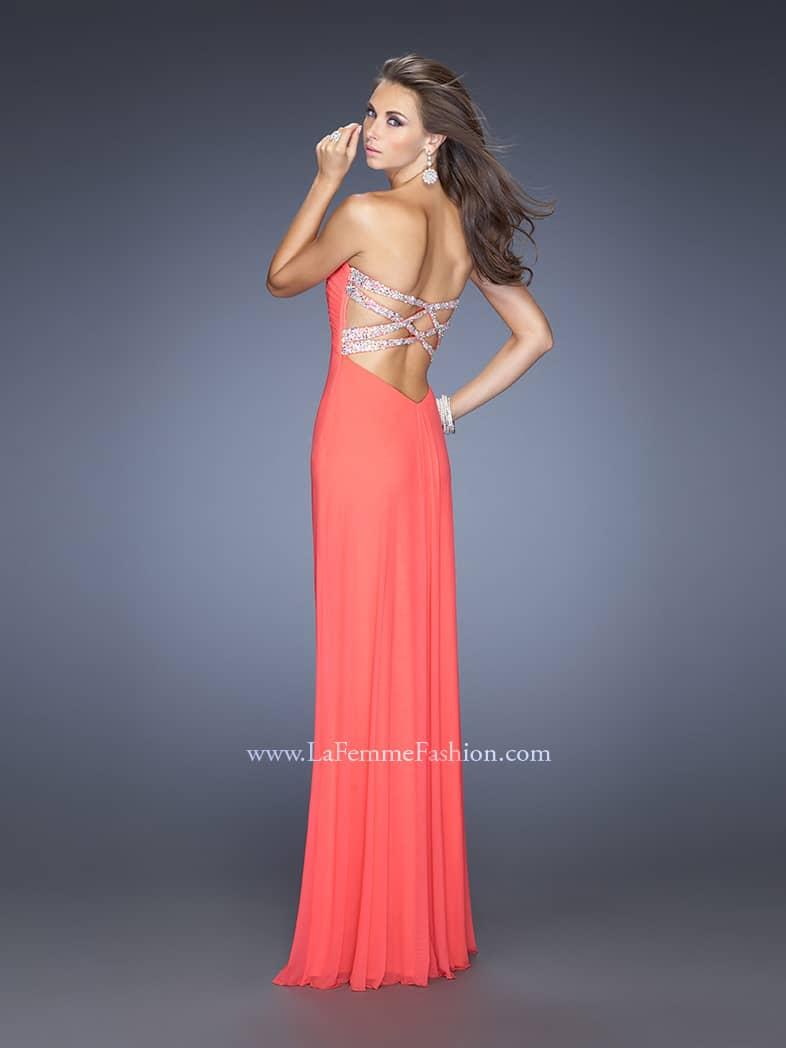 Стильное и недорогое вечернее платье.
