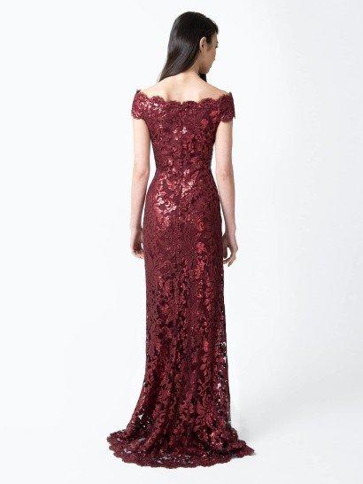 Роскошное бордовое вечернее платье.
