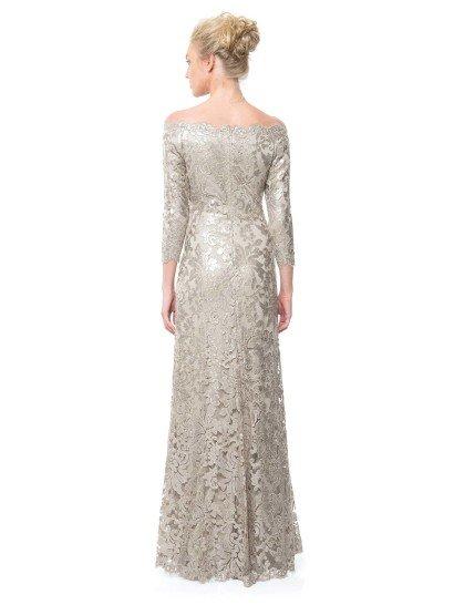 Блестящее вечернее платье с рукавами.