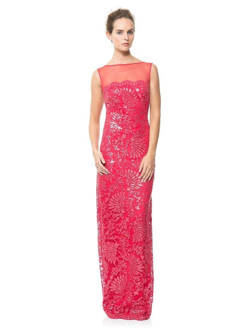 Вечернее платье насыщенного красного цвета.