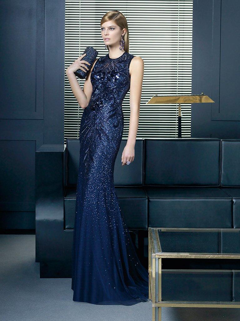 Роскошное облегающее вечернее платье.