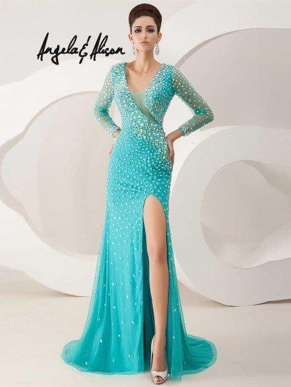 Эффектное узкое светло-изумрудное вечернее платье.