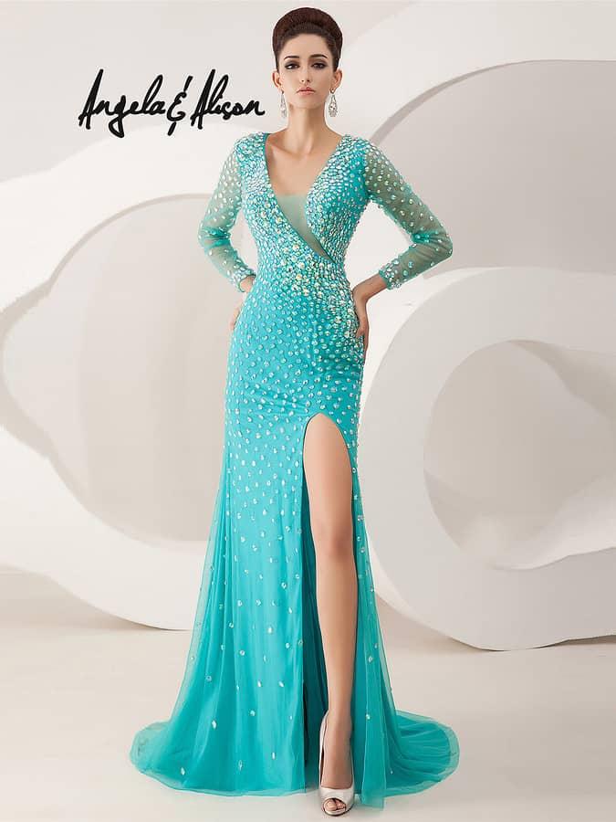 экстравагантное голубое вечернее платье с необычным лифом.