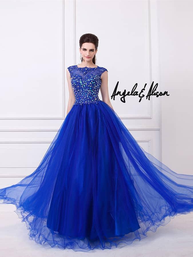 бальное вечернее платье насыщенного синего цвета.