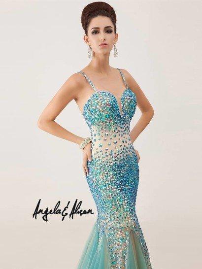 ослепительное вечернее платье силуэта «русалка».