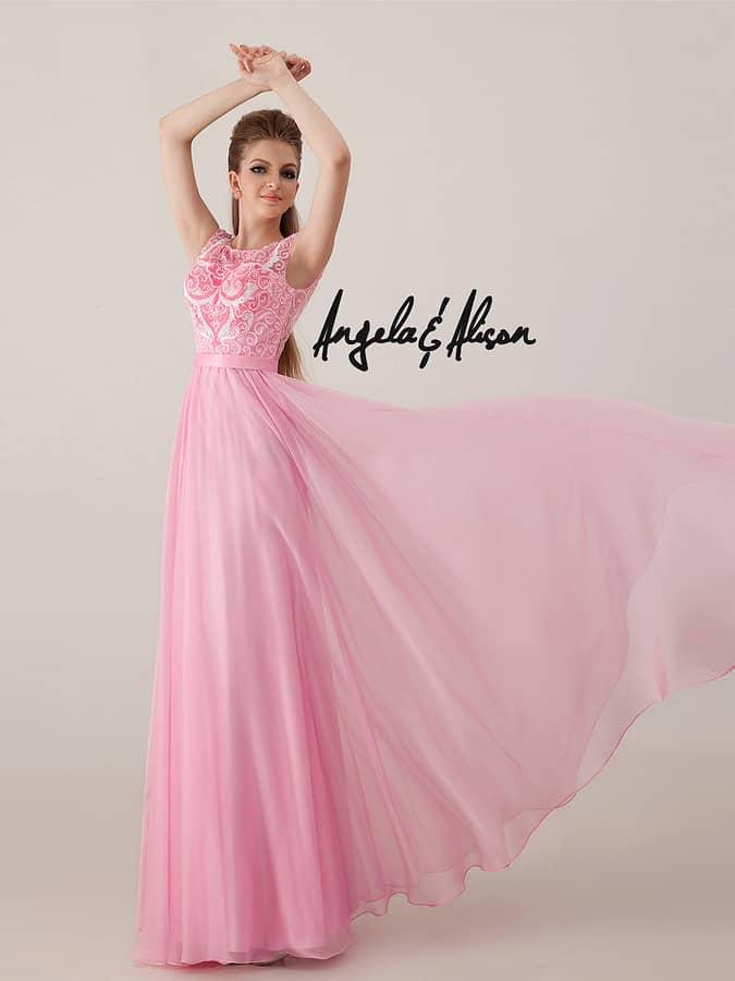 Нежно-розовое вечернее платье.