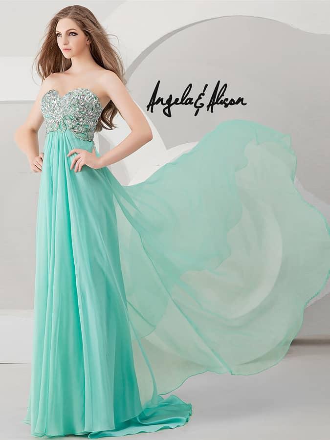 Силуэт ампир бирюзового открытого вечернего платья.