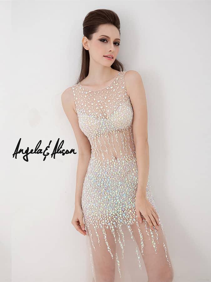 Голое вечернее вечернее платье с блестками.