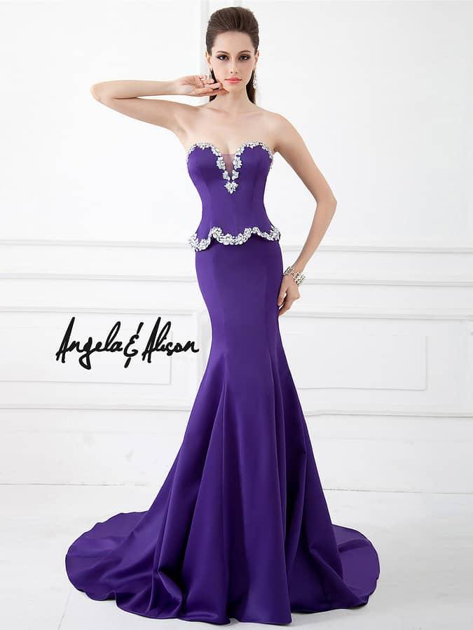 Невероятно эффектное атласное фиолетовое вечернее платье силуэта «русалка».