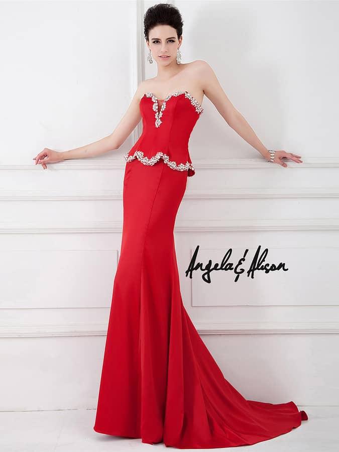 Стильное экстравагантное красное атласное вечернее платье силуэта «русалка».