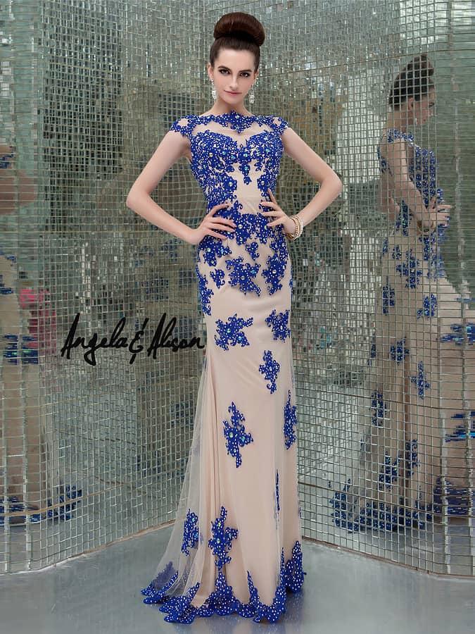 Синее вечернее платье с кружевом.