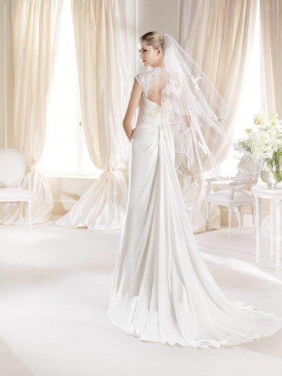 Свадебное платье с кружевным лифом.