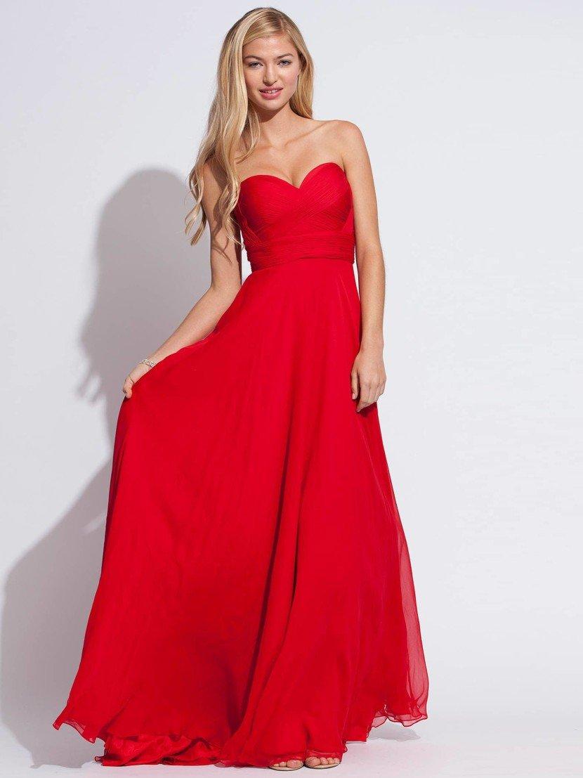 Красное открытое вечернее платье.