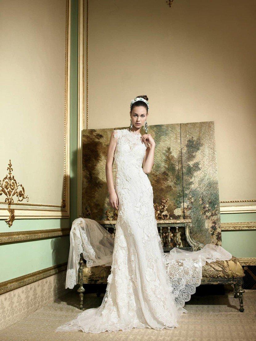 Свадебное платье с крупным кружевом.