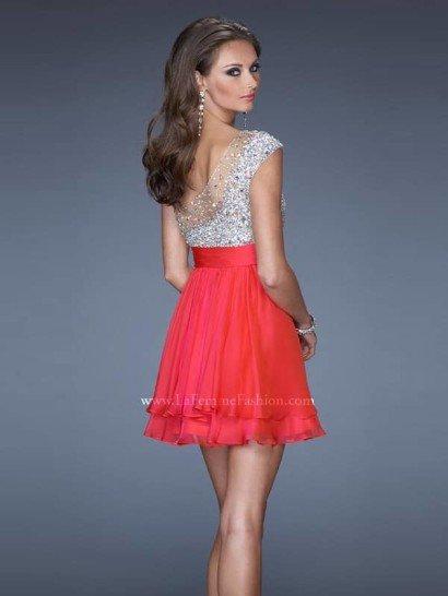 коктейльное платье с ассиметричным верхом.
