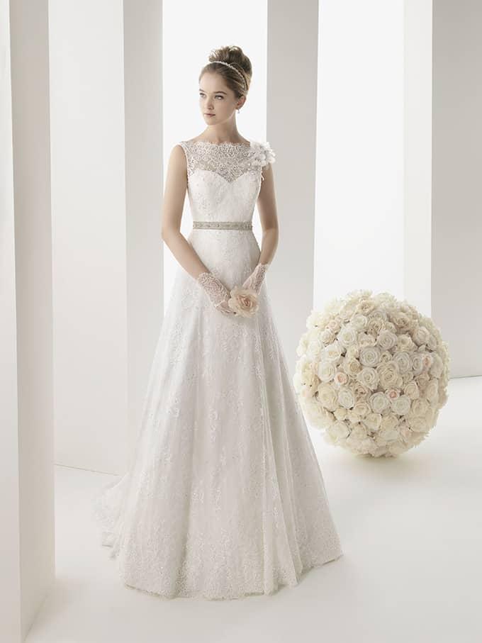 Закрытое свадебное платье.
