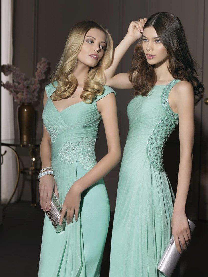 Вечернее платье нежного мятного цвета.