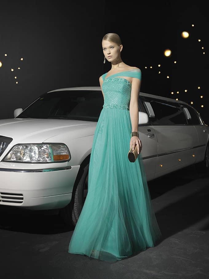 Вечернее платье с необычным декольте.