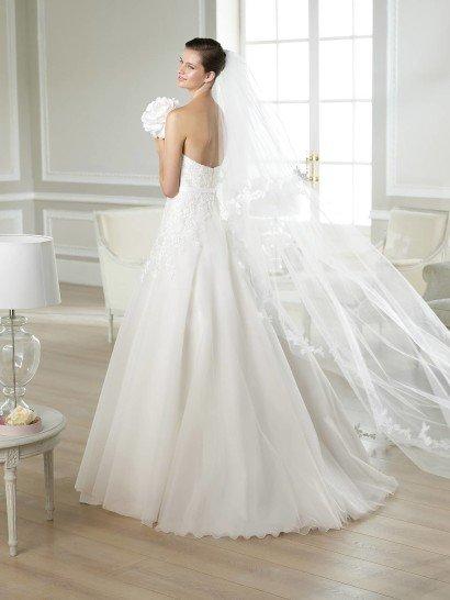 Открытое недорогое свадебное платье.