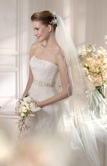 Открытое свадебное платье А-силуэта с экстравагантным кроем. ➌ Примерка и подгонка платьев  ✆ +7 495 627 62 42 ★ Салон Виктория Ⓜ Арбатская Ⓜ Смоленская