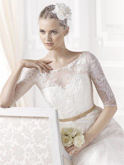 Прямое свадебное платье с поясом Emilda от La Sposa.