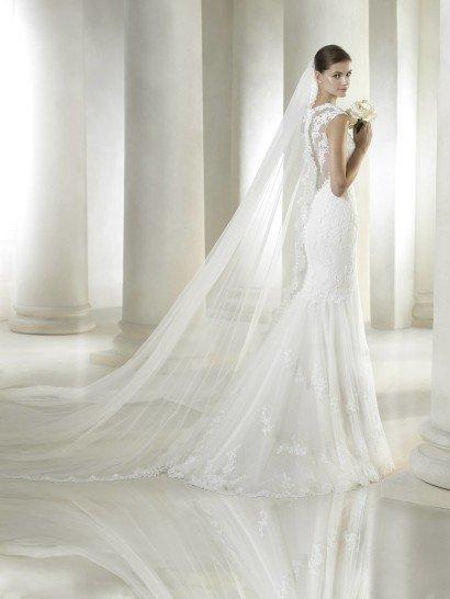 Роскошное кружевное свадебное платье силуэта русалка.