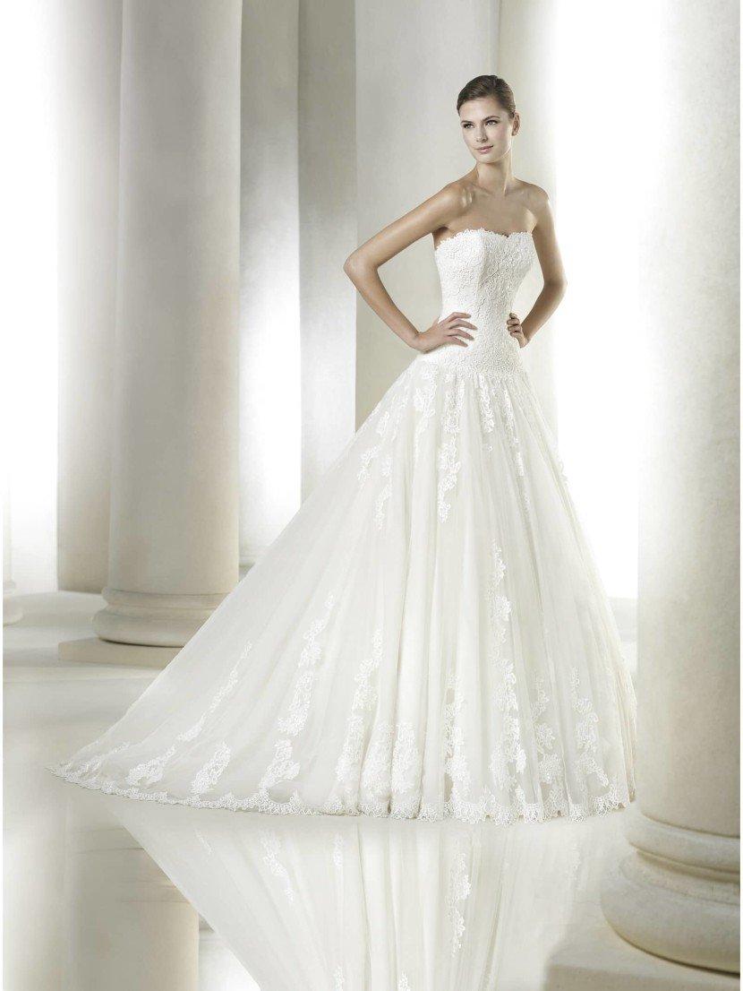Открытое свадебное платье.
