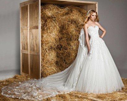 Фактурное свадебное платье «принцесса» с лифом-сердечком, покрытым роскошным декором.