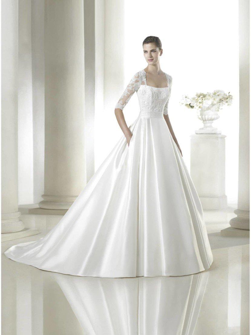 Свадебное платье А-силуэта с кружевным болеро.
