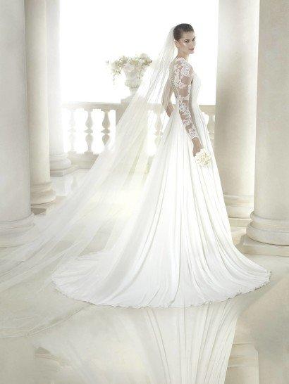 Прямое недорогое свадебное платье с рукавом.