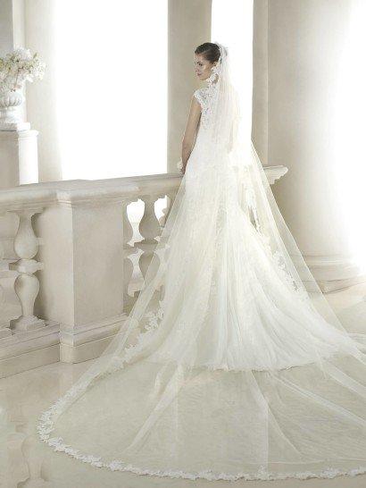 Свадебное платье русалка с широкими бретелями.