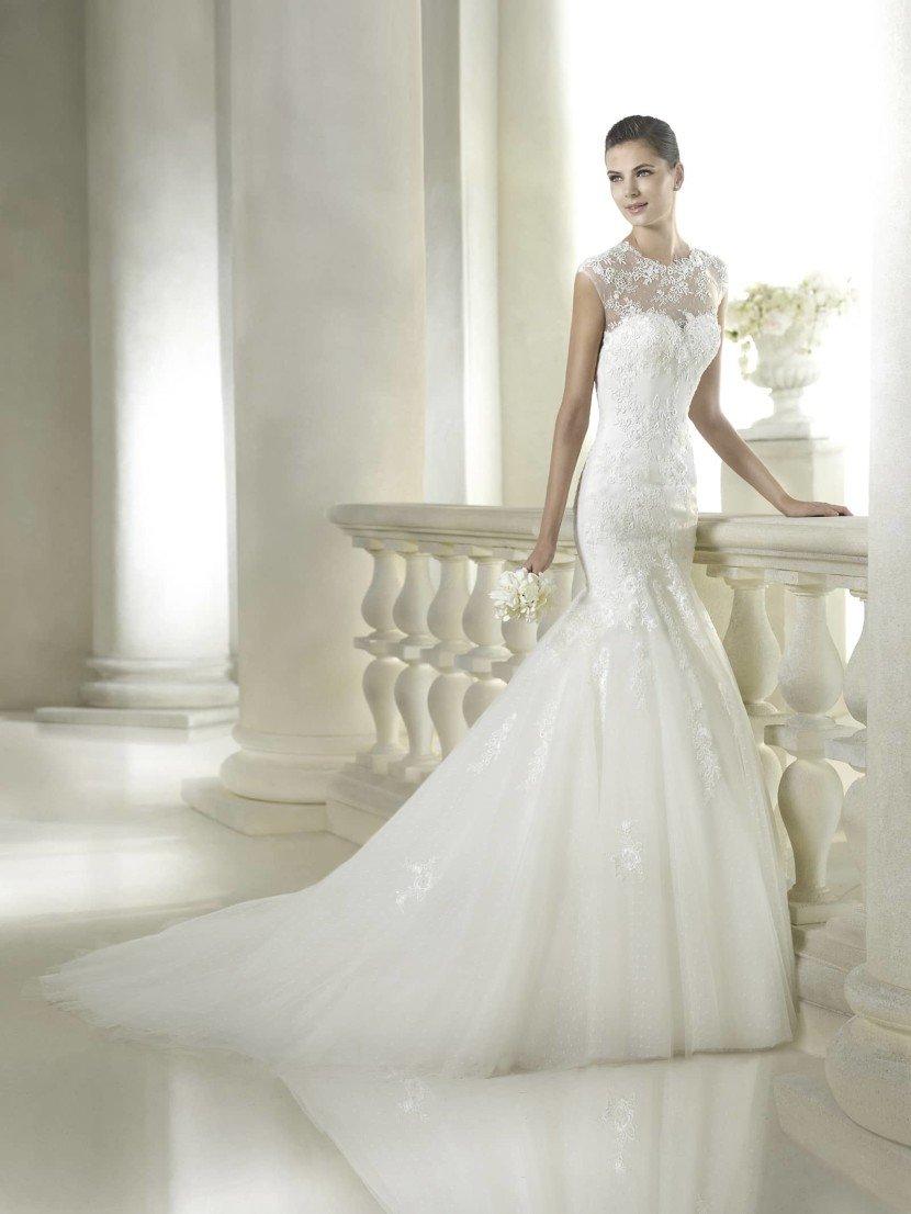 Свадебное платье русалка с прозрачным декольте.