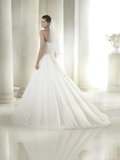 Открытое свадебное платье с пышной юбкой SIDORA от San Patrick.
