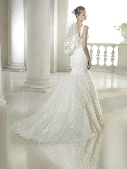 Свадебное недорогое платье русалка с закрытым декольте.