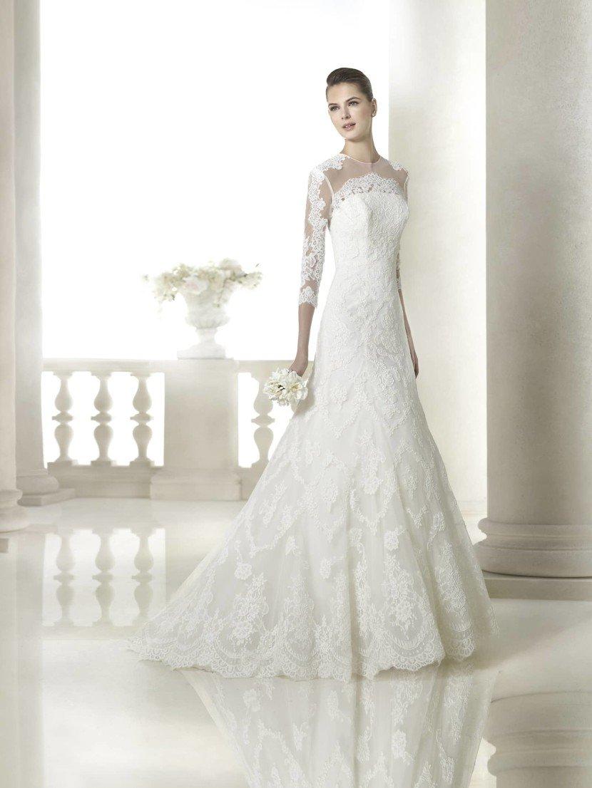 Свадебное платье А-силуэта с закрытым верхом.