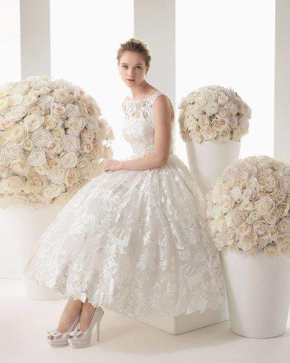 Короткое пышное свадебное платье.
