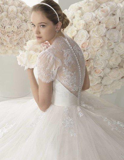 Классическое свадебное платье.