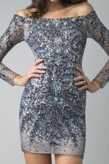 Коктейльное платье с открытыми плечами.