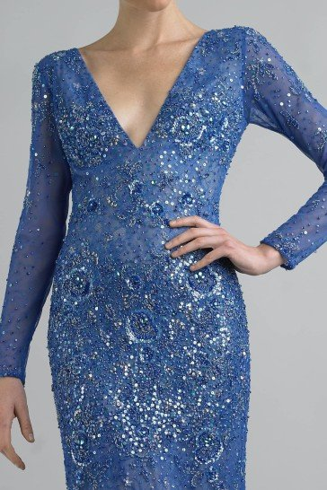 Стильное вечернее платье синего цвета.