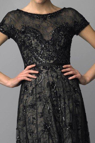 Шикарное вечернее платье черного цвета.