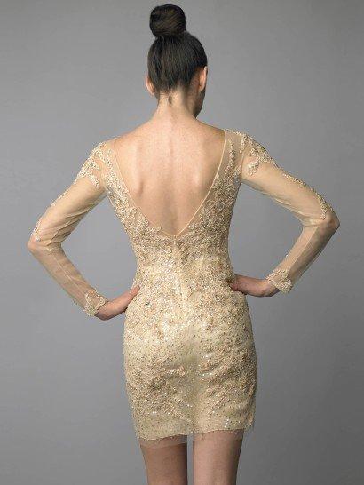 Коктейльное платье золотого цвета.