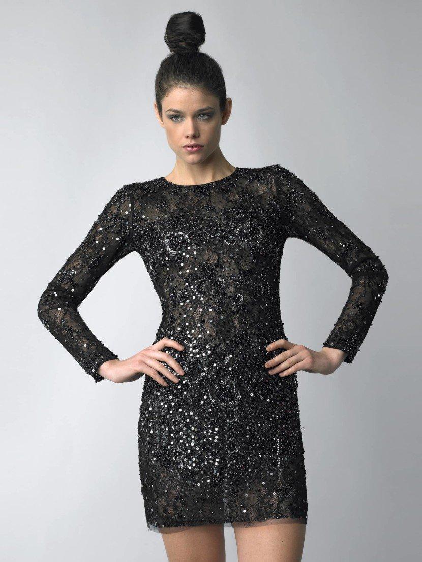 Короткое лаконичное вечернее платье.