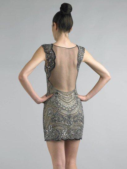 Короткое блестящее вечернее платье.