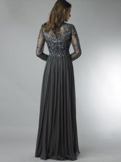 Закрытое вечернее платье.